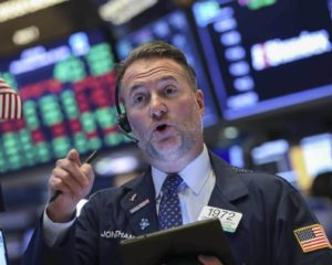 Dow Ekes Out a Gain as Weaker Dollar Bails Out Stock Market Bulls